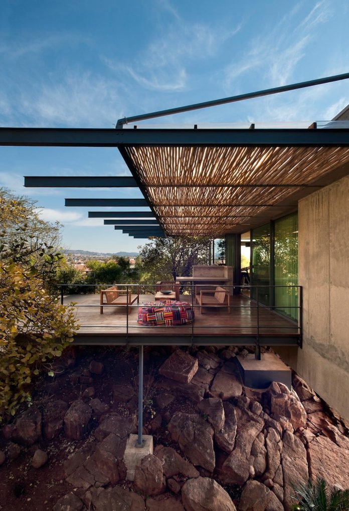earthworld-architects-interiors-design-gauche-house-situated-one-pretorias-oldest-golf-estates-18