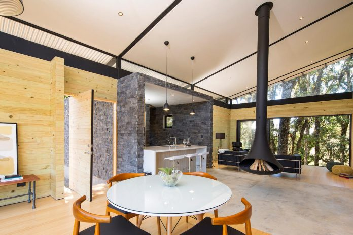 efc-contemporary-cabin-small-forest-oak-trees-designed-void-05