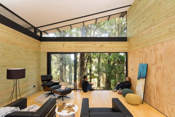 efc-contemporary-cabin-small-forest-oak-trees-designed-void-07