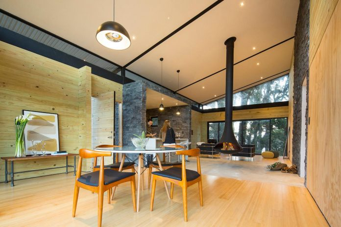 efc-contemporary-cabin-small-forest-oak-trees-designed-void-13