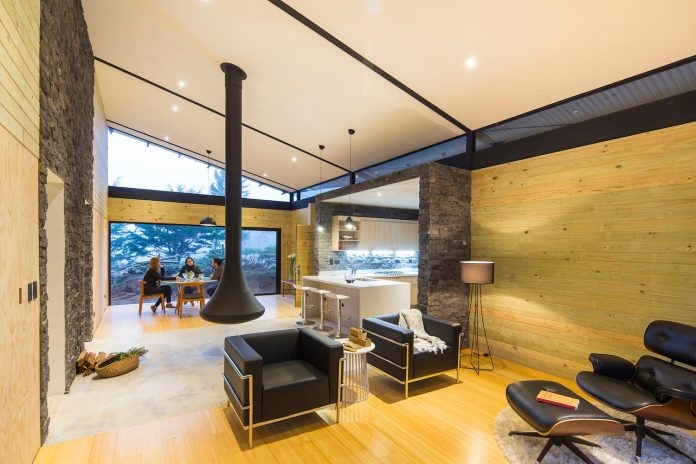 efc-contemporary-cabin-small-forest-oak-trees-designed-void-14