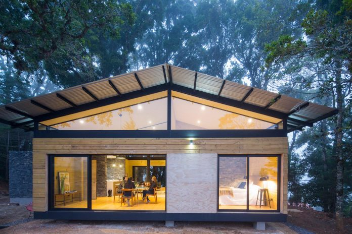 efc-contemporary-cabin-small-forest-oak-trees-designed-void-15