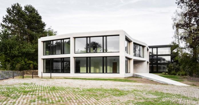 fhv-architectes-design-st-sulpice-ii-villa-made-concrete-glass-metal-01