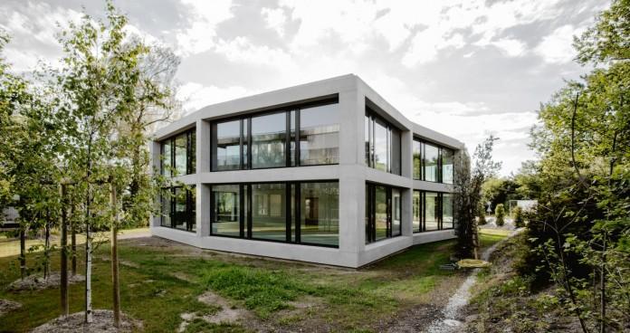 fhv-architectes-design-st-sulpice-ii-villa-made-concrete-glass-metal-04