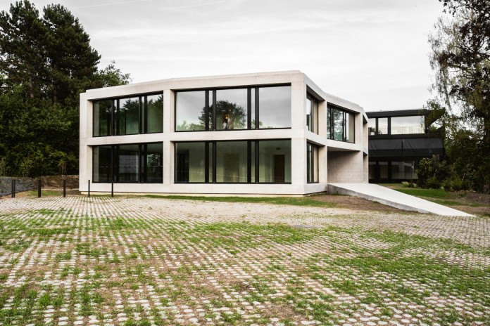 fhv-architectes-design-st-sulpice-ii-villa-made-concrete-glass-metal-05