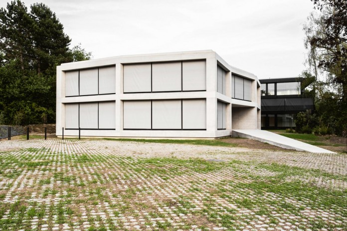 fhv-architectes-design-st-sulpice-ii-villa-made-concrete-glass-metal-06
