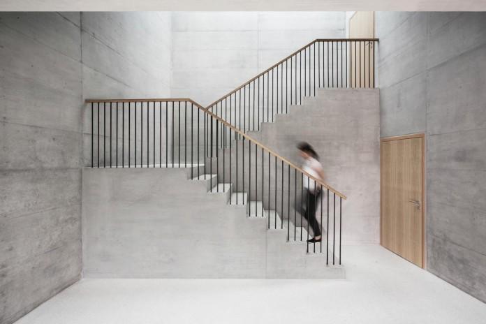 fhv-architectes-design-st-sulpice-ii-villa-made-concrete-glass-metal-07