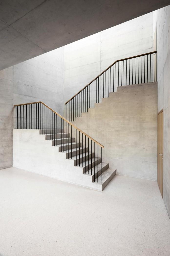 fhv-architectes-design-st-sulpice-ii-villa-made-concrete-glass-metal-08