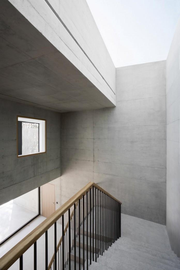 fhv-architectes-design-st-sulpice-ii-villa-made-concrete-glass-metal-09