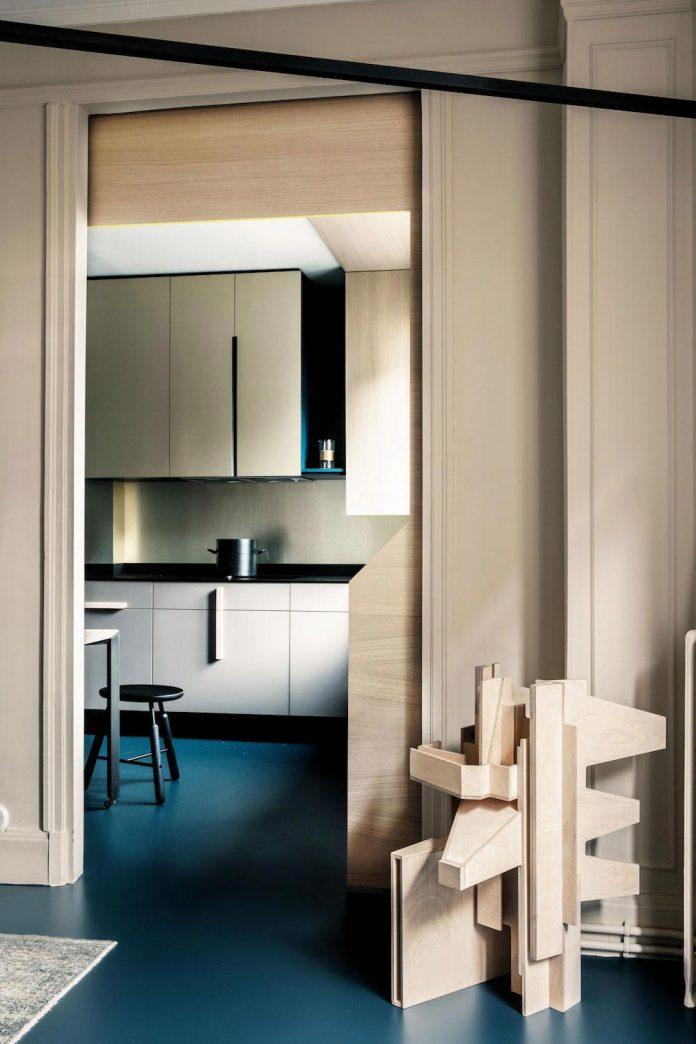french-metal-rack-apartment-paris-uda-architetti-04