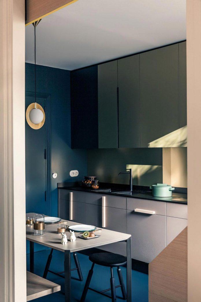 french-metal-rack-apartment-paris-uda-architetti-05
