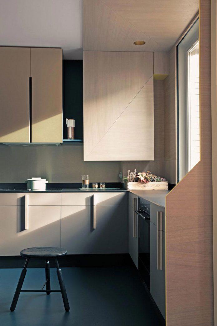 french-metal-rack-apartment-paris-uda-architetti-06