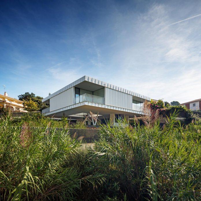 grnd82-design-ef-villa-arenys-de-mar-barcelona-mediterranean-sea-views-04