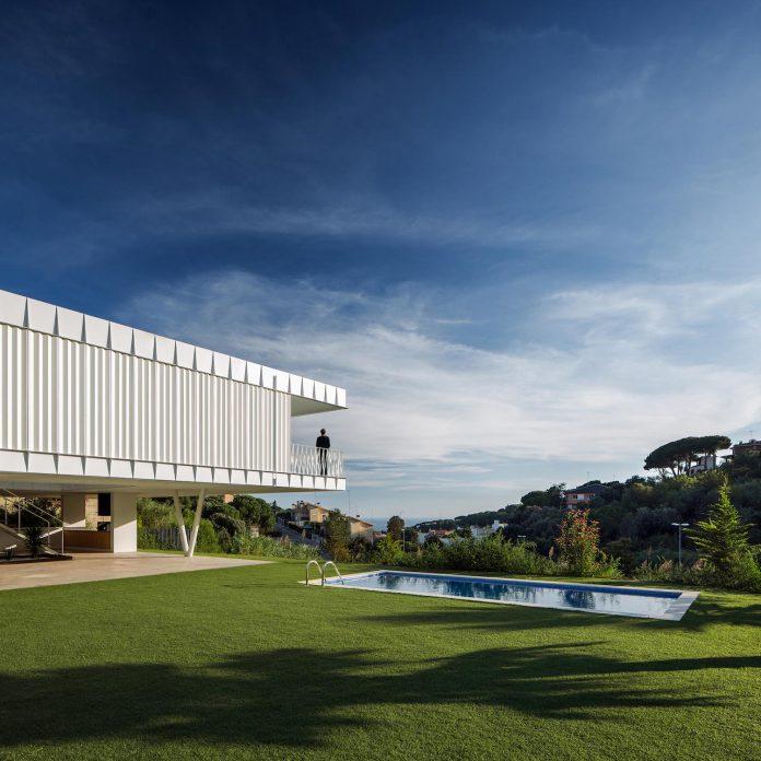 grnd82-design-ef-villa-arenys-de-mar-barcelona-mediterranean-sea-views-05