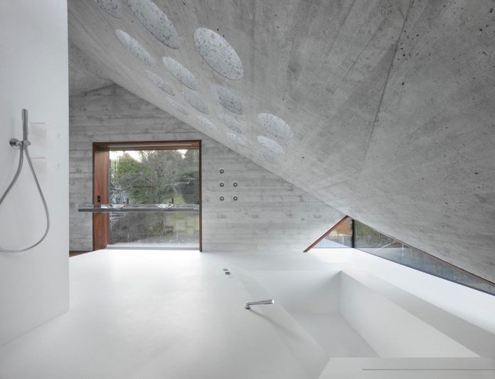 house-36-combining-stone-cavern-glass-house-matthias-bauer-associates-05