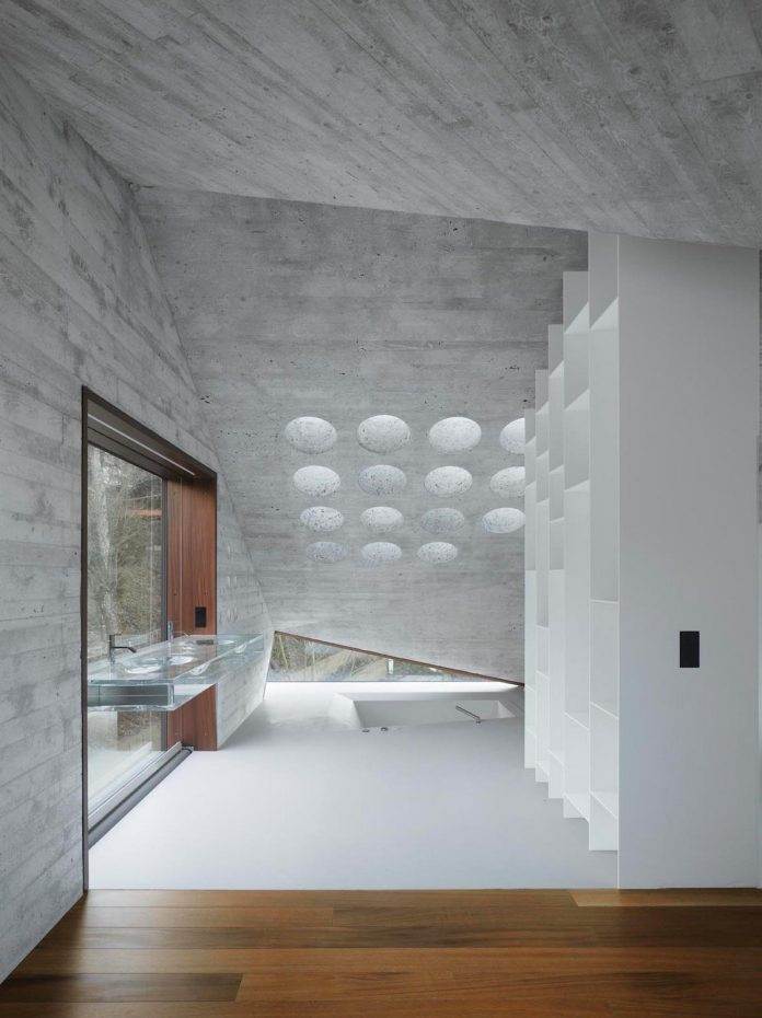 house-36-combining-stone-cavern-glass-house-matthias-bauer-associates-06