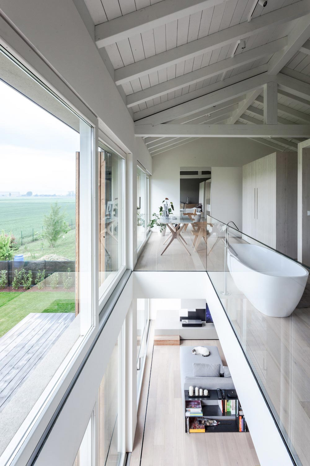 House EFFE-E, a recovery of an old country barn by Archiplan Studio ...
