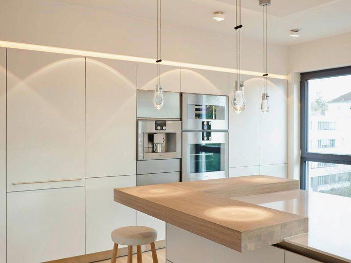 josep-rua-spatial-designer-creates-bright-penthouse-valencia-spain-07