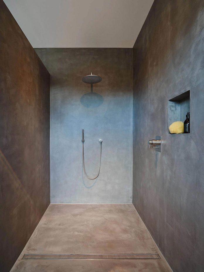 josep-rua-spatial-designer-creates-bright-penthouse-valencia-spain-15