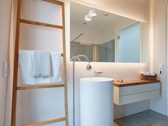 josep-rua-spatial-designer-creates-bright-penthouse-valencia-spain-17