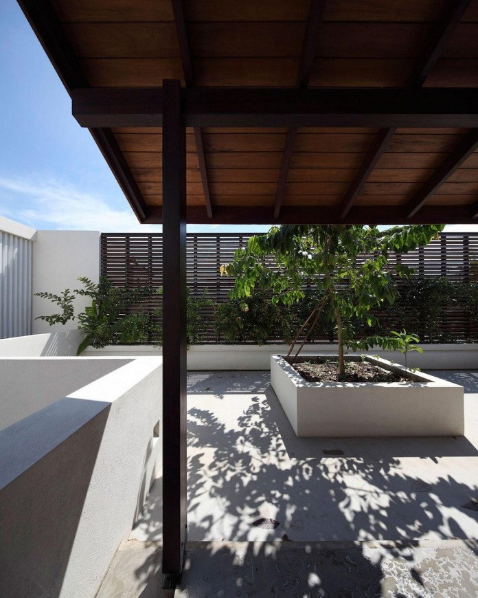 Layered family home in colombo sri lanka by kwa for Architecture sri lanka home designs