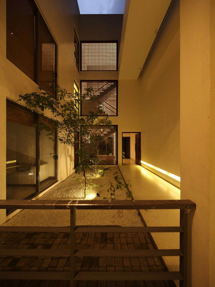 Layered family home in colombo sri lanka by kwa for Courtyard designs in sri lanka