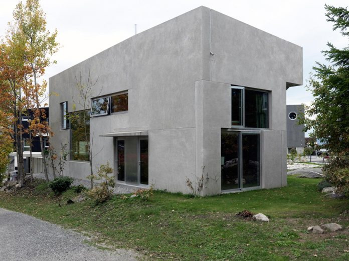 lie-oyen-arkitekter-design-tussefaret-villa-little-home-made-puzzle-prefabricated-concrete-elements-03