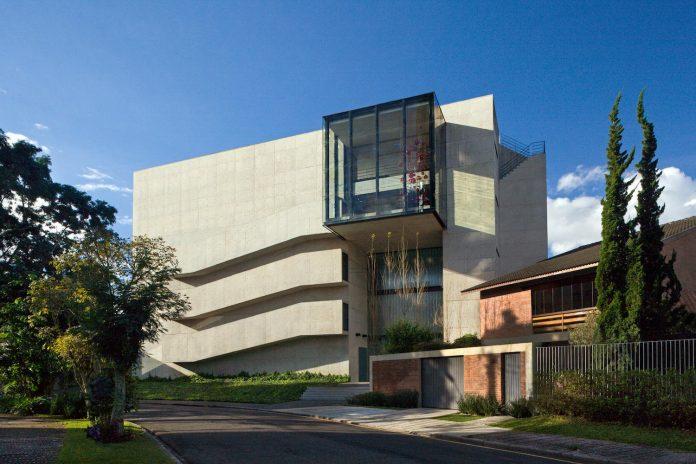 marcos-bertoldi-arquitetos-design-huge-rb-house-five-floors-home-near-graciosa-country-club-02