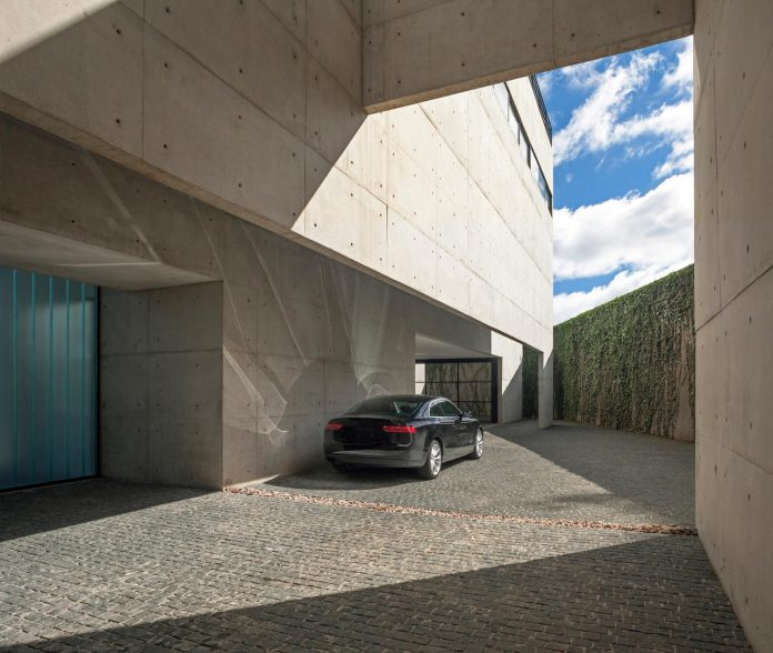 marcos-bertoldi-arquitetos-design-huge-rb-house-five-floors-home-near-graciosa-country-club-05