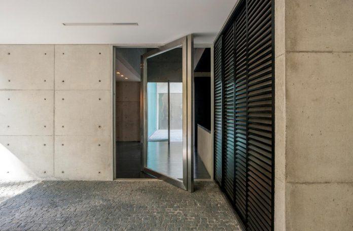 marcos-bertoldi-arquitetos-design-huge-rb-house-five-floors-home-near-graciosa-country-club-06