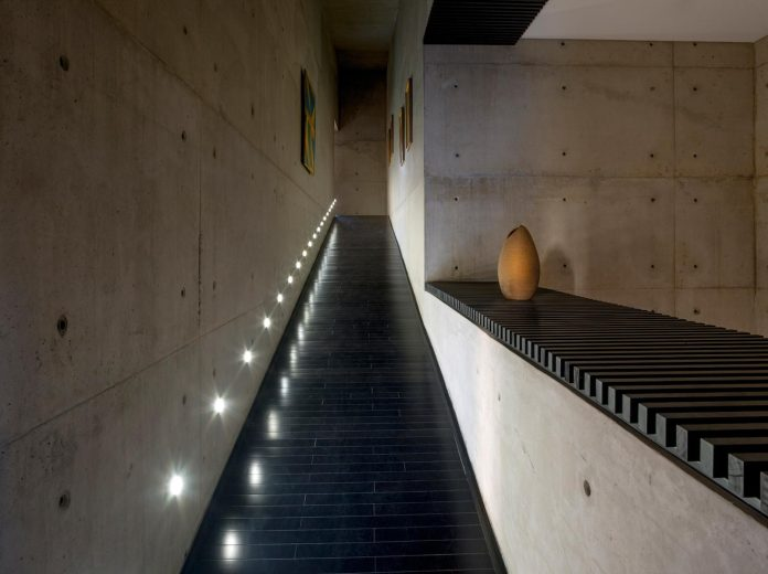 marcos-bertoldi-arquitetos-design-huge-rb-house-five-floors-home-near-graciosa-country-club-16