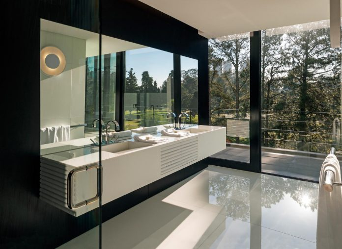 marcos-bertoldi-arquitetos-design-huge-rb-house-five-floors-home-near-graciosa-country-club-31
