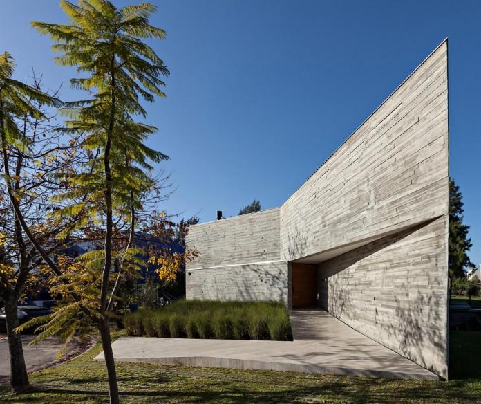 minimalist-concrete-l-house-alric-galindez-arquitectos-02