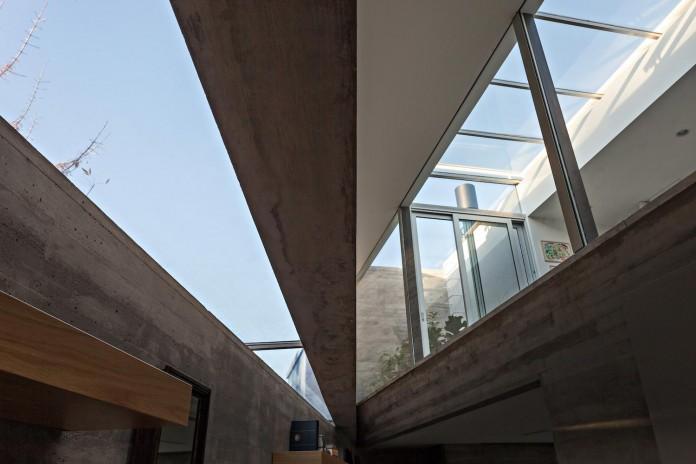 minimalist-concrete-l-house-alric-galindez-arquitectos-05