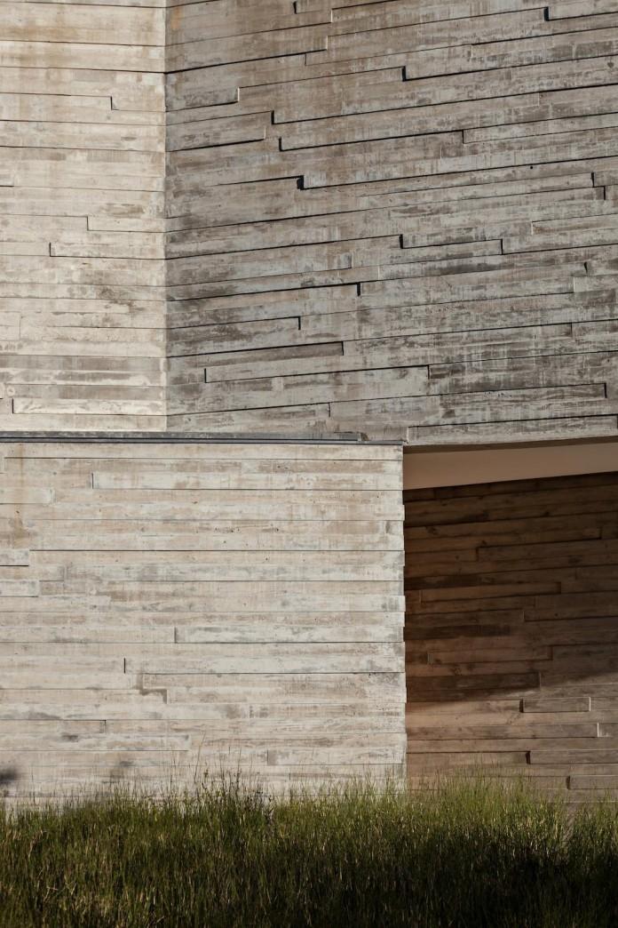 minimalist-concrete-l-house-alric-galindez-arquitectos-07