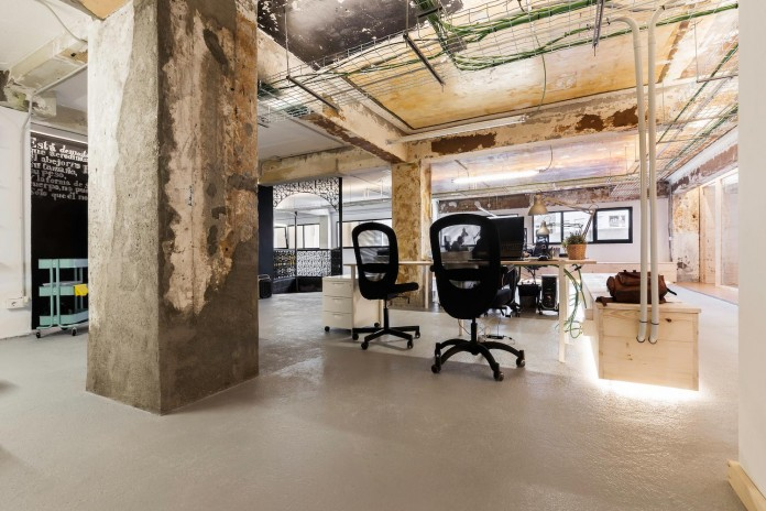 nan-arquitectos-redesign-iconweb-offices-old-billiard-contemporary-open-office-concept-02