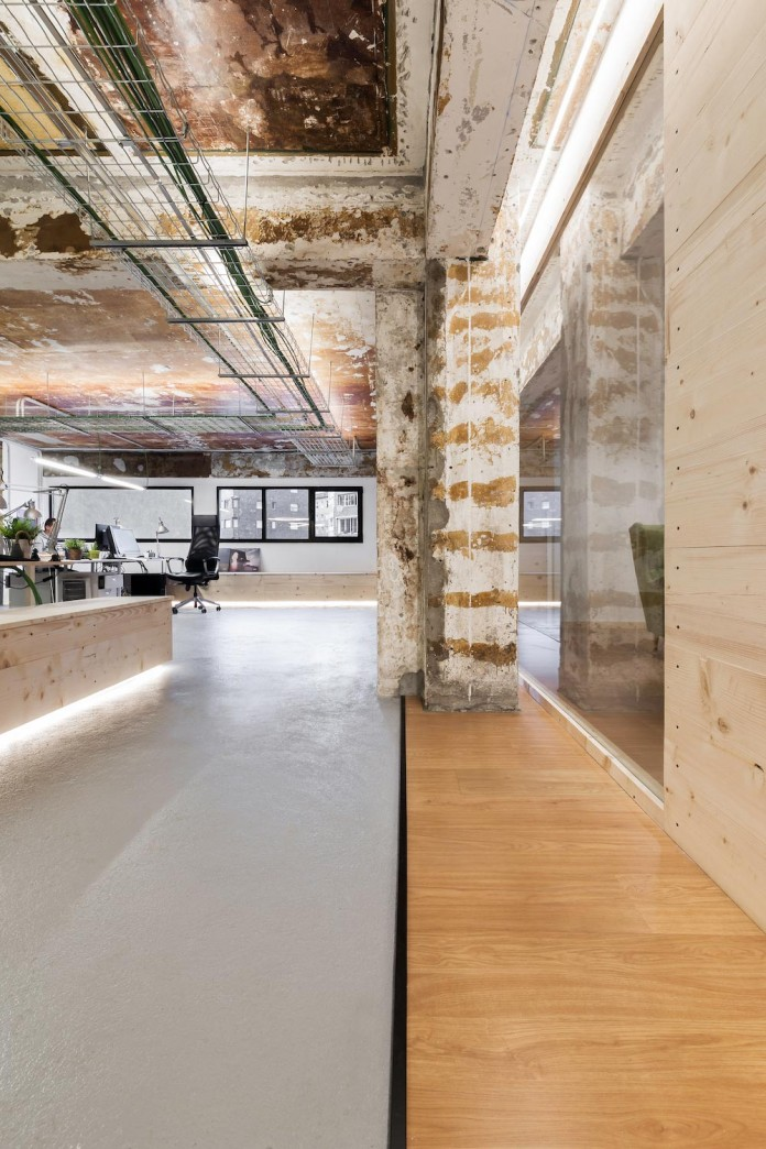 nan-arquitectos-redesign-iconweb-offices-old-billiard-contemporary-open-office-concept-03