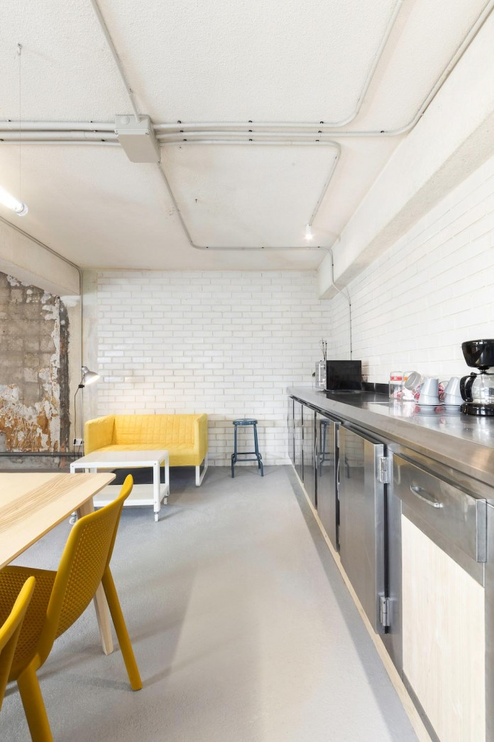 nan-arquitectos-redesign-iconweb-offices-old-billiard-contemporary-open-office-concept-08