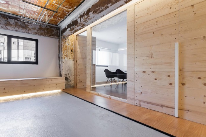 nan-arquitectos-redesign-iconweb-offices-old-billiard-contemporary-open-office-concept-13