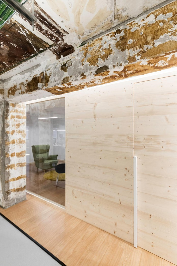 nan-arquitectos-redesign-iconweb-offices-old-billiard-contemporary-open-office-concept-17