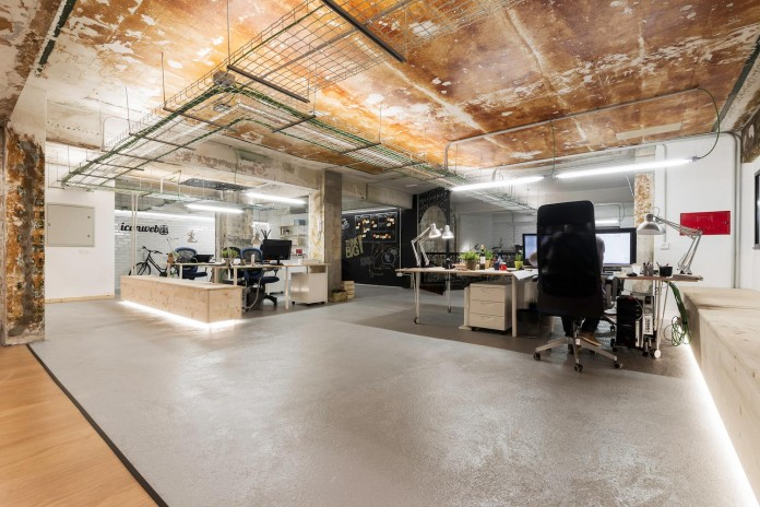 nan-arquitectos-redesign-iconweb-offices-old-billiard-contemporary-open-office-concept-19
