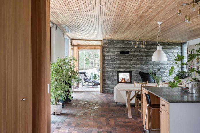 one-story-wooden-villa-ljung-johan-sundberg-09