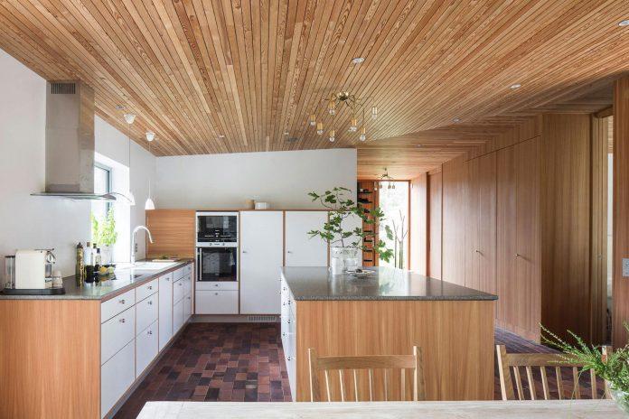 one-story-wooden-villa-ljung-johan-sundberg-10