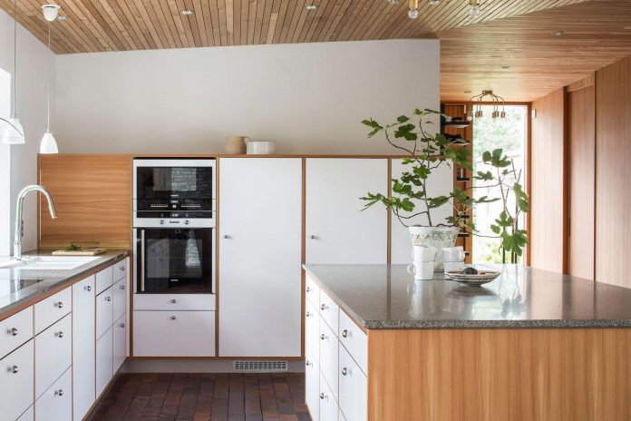 one-story-wooden-villa-ljung-johan-sundberg-11