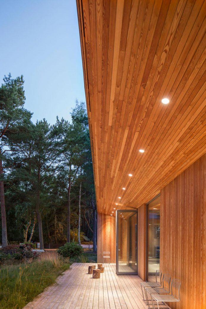 one-story-wooden-villa-ljung-johan-sundberg-17