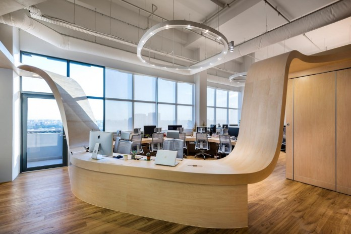 produce-design-open-space-office-single-continuous-piece-furniture-eight-work-desks-little-red-ants-02