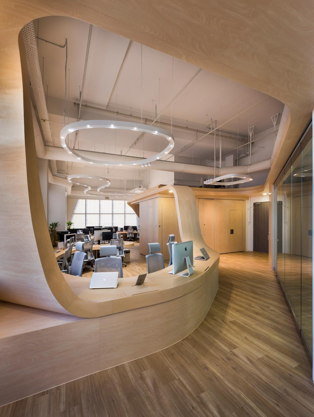 Produce design an open space office of a single continuous for Single room office design