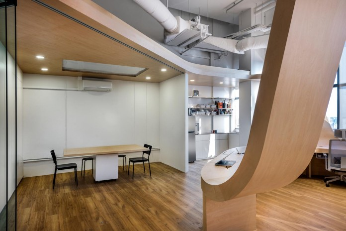 produce-design-open-space-office-single-continuous-piece-furniture-eight-work-desks-little-red-ants-05