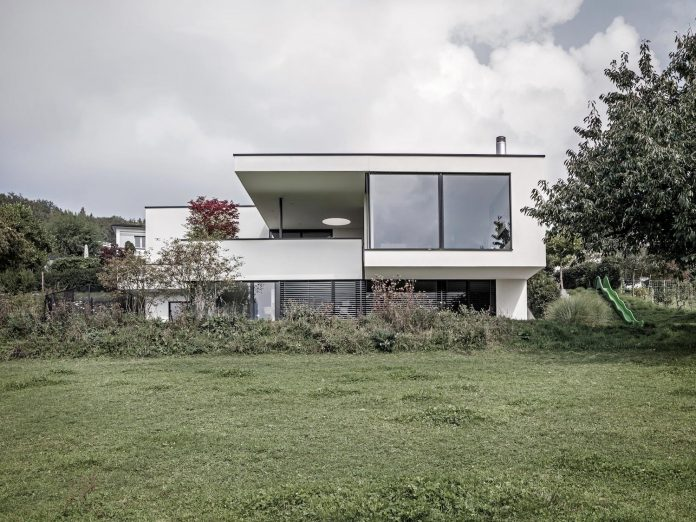 quality-comfort-design-enabling-highest-quality-life-objekt-254-villa-designed-meier-architekten-01