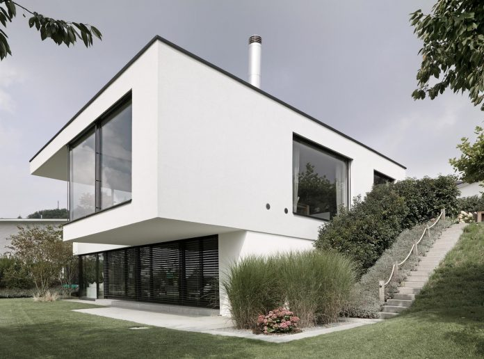 quality-comfort-design-enabling-highest-quality-life-objekt-254-villa-designed-meier-architekten-02